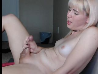shemale scream and cum